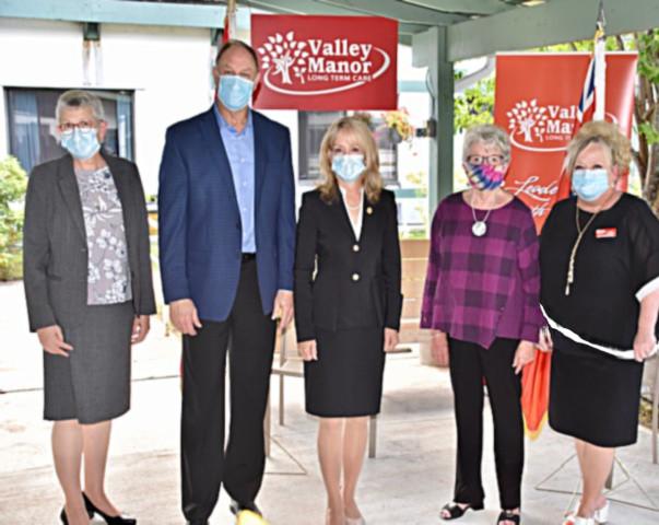 <b>Mayor Kim Love, MPP John Yakabuskie, Dr. Merrilee Fullerton, Minister of Long Term Care, Board Chair Kathryn Marion and Trisha Sammon, CEO</b>